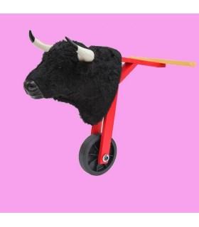 Carretón de niño con cabeza de toro con pelo