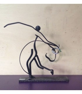 Figura taurina metálica con diseño toro.